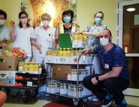 """Pracovníci onkologického pracoviska prijali """"vitamínovú pomoc"""" od spoločnosti Lidl"""