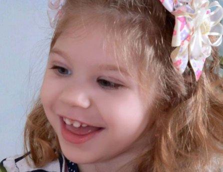Malá Eliska sa stále usmieva