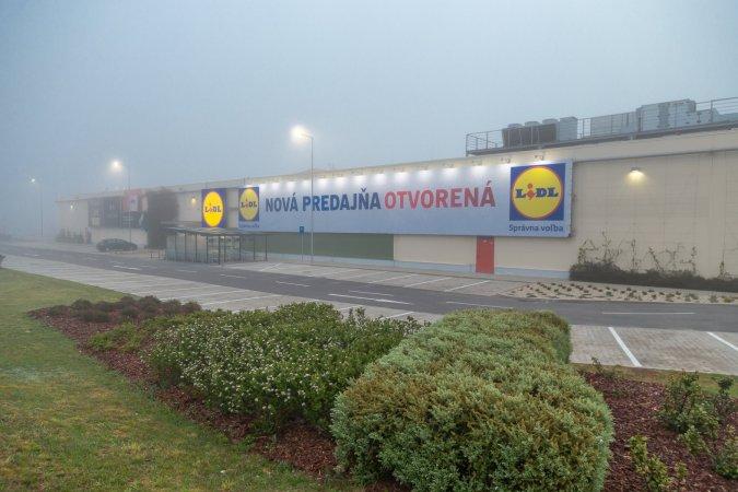 Vonkajšie priestory Obchodného centra Lauagaricio, kde Lidl otvoril svoju novú predajňu